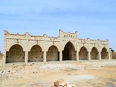 egyptian temple(0.0), amphitheatre(0.0), ancient roman architecture(0.0), monastery(0.0), aqueduct(0.0), temple(0.0), palace(0.0), ancient greek temple(0.0), fortification(0.0), arch(1.0), ancient history(1.0), building(1.0), architecture(1.0), ruins(1.0), caravanserai(1.0),