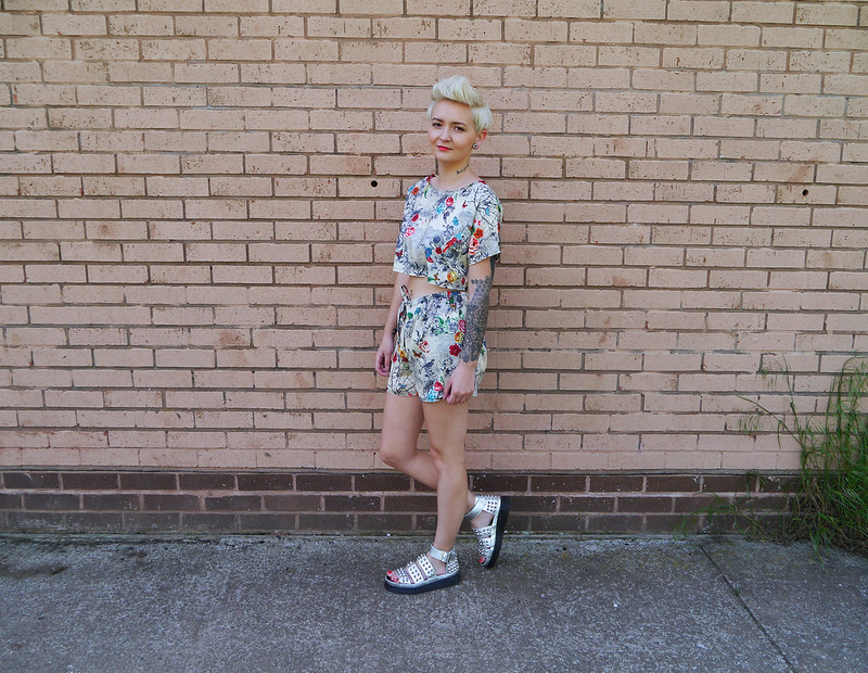 fashion blog, floral two piece, one boutique, two piece, fashion,pixi cut,katelouiseblog, dr martens liza, floral,