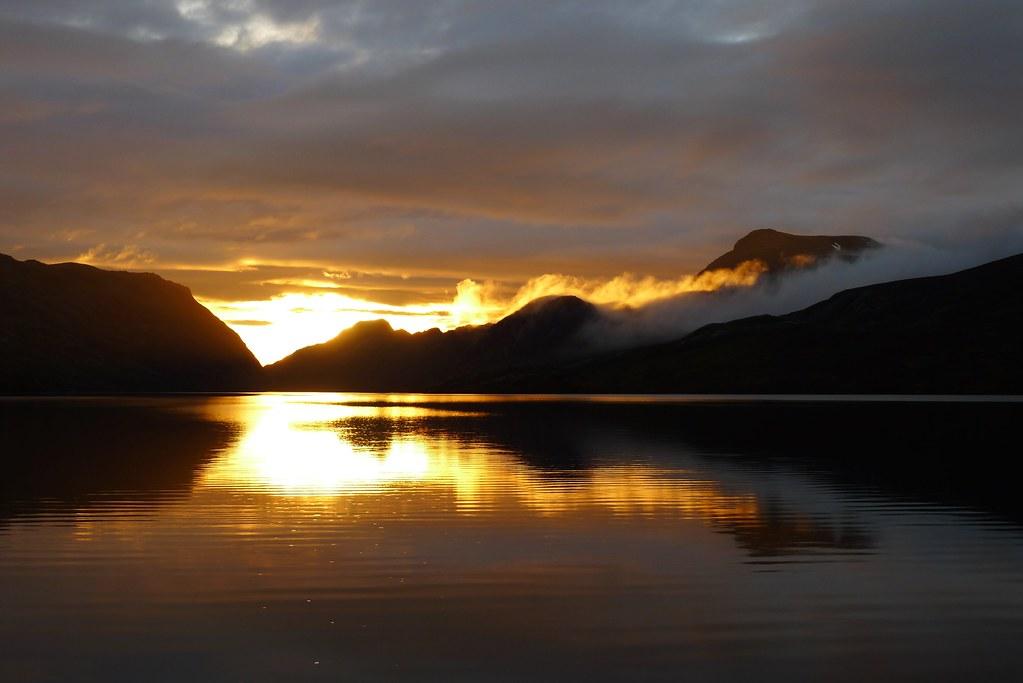 Sunset over Lochan Fada