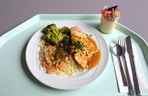 Putenfilet auf Tomaten-Lauch-Risotto mit Broccoli / Turkey filet on tomato leek risotto with broccoli