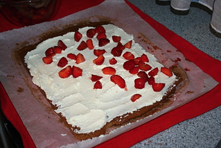 Brazo Gitano de chocolate relleno de fresas con nata.