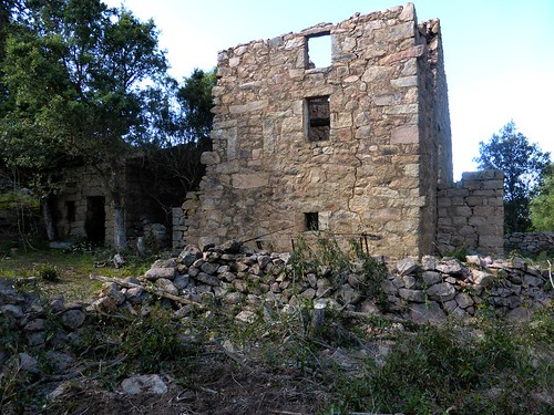 Hameau de Pruna : l'arrière de la 3ème grande maison ruinée