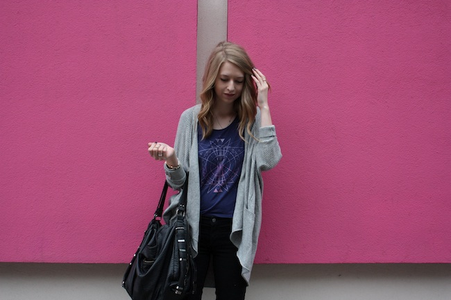 chelsea+lane+minneapolis+fashion+style+blogger+vans+girls+tee+lily+and+violet+cardigan+justfab+signature+skinny+loafers7