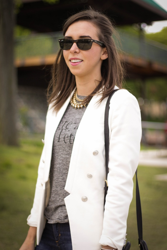 va darling. dc blogger. virginia personal style blogger. white blazer. joes jeans. black booties. graphic tee. layered gold necklace. rayban wayfarer. casual style 9