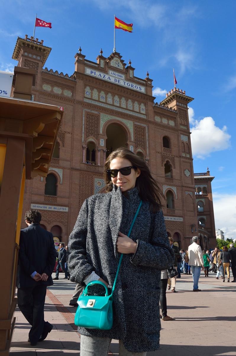 lara-vazquez-madlula-blog-style-fashion-green-furla-bag-monumental-las-ventas-madrid