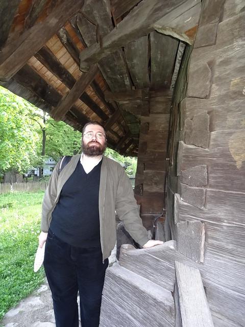 sub streasina Bisericii de lemn