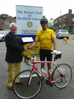 L'aperitif du Grand Depart. Tom Knight president Rotary Club of Rotherham Sitwell. Cycle ride for Marie Curie Cancer Care.
