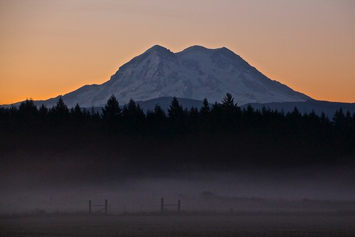 morning mist mountain nature fog sunrise canon volcano washington mt mount rainier eatonville t5i