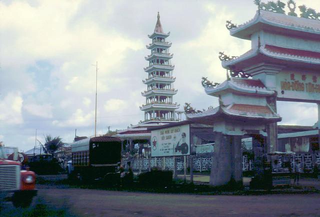 SAIGON 1968 by Laurie John Bowser - Tháp Hòa Đồng Tôn Giáo ở Phú Lâm