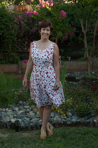 V1353 red white dress in cotton voile