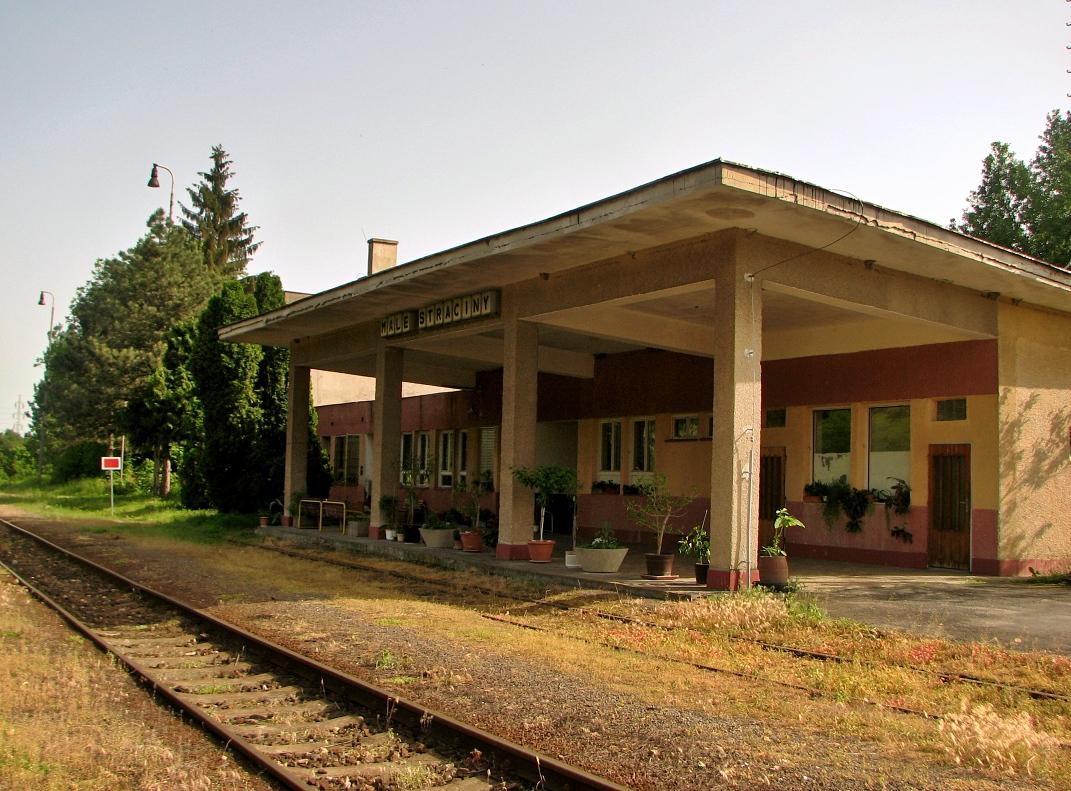 Železničná stanica Malé Straciny