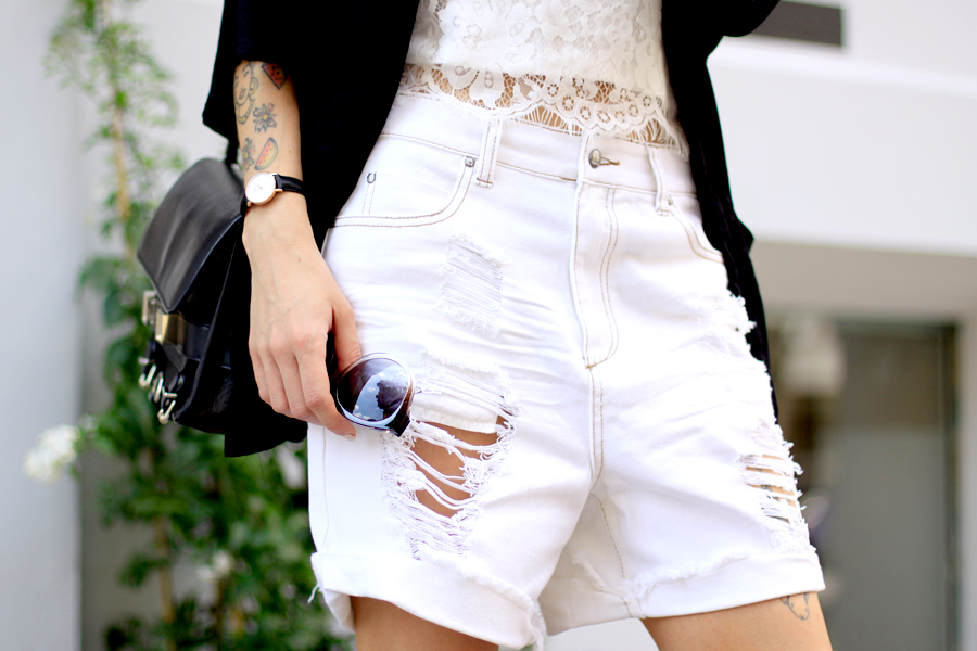 Sojeans white summer sale look styling ripped jeans lace top birkenstock OOTD fashionblogger style Ricarda Schernus Berlin blogger CATS & DOGS 4