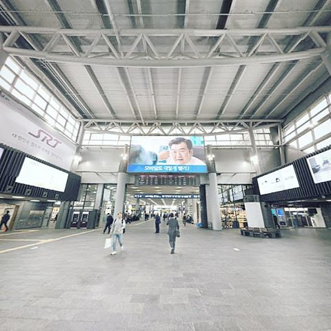 처음 온 수서역 SRT        #instagram #instaplace #instastill #Korea #Seoul #city #landscape #Suseo #SRT #station #platform #cityscape #서울 #도시 #풍경 #수서 #수서역 #쾌적하군 #도시풍경