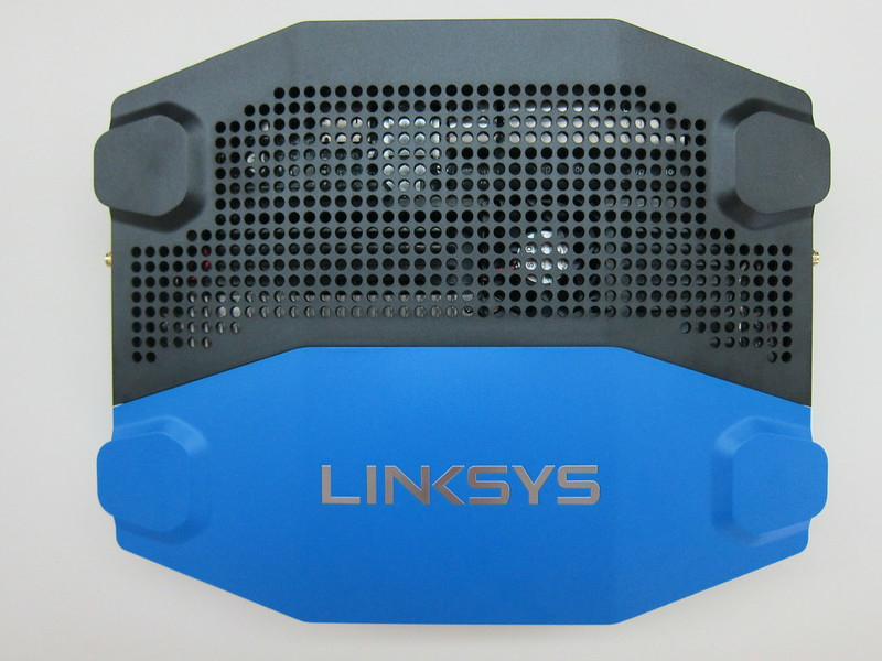 Linksys WRT1900AC - Top