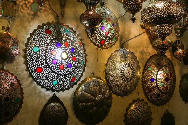 Beautiful metal lampshade, Isfahan イスファハン、バザールのランプシェード屋