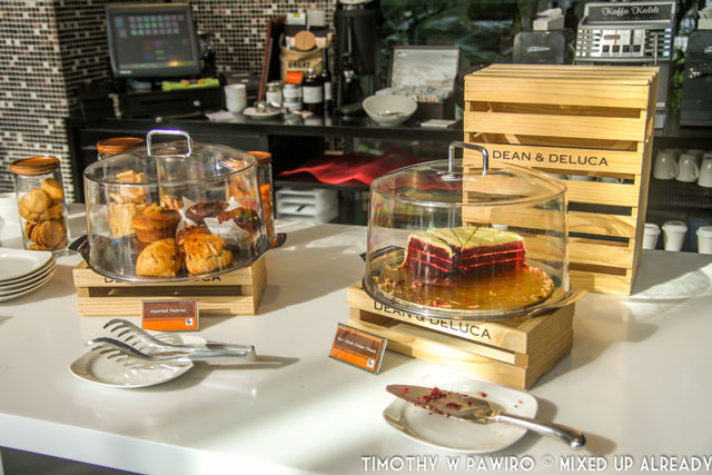Asia - Singapore - Quincy Hotel - The restaurant - Cake by Dean & Deluca