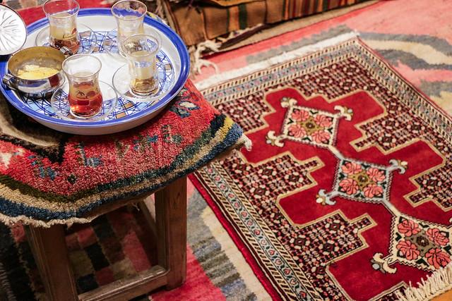 Iranian tea set and a Kurdish Sanandaj carpet, Isfahan イスファハン、チャイセットとクルドの絨毯