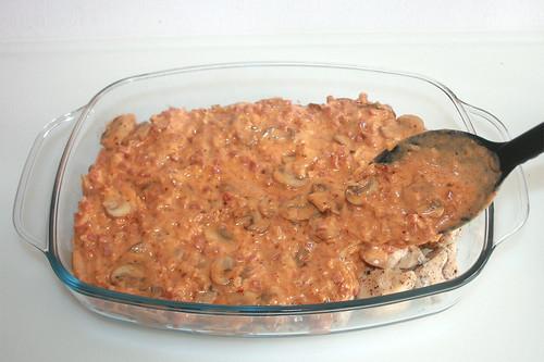 42 - Mit Sauce bedecken / Add sauce