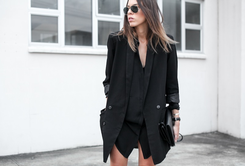 modern legacy blog street style off duty ASOS boyfriend long blazer Monki Alexander Wang Kelli Kelly ankle boots Saba silk shirt dress Alexander Wang Prisma Envelope leather clutch all black blogger balayage hair oversized minimalist (2 of 6)