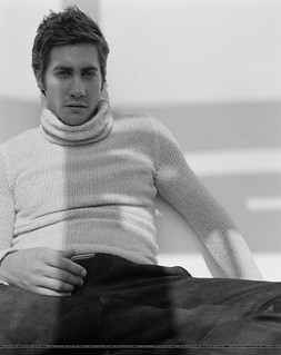 jake gyllenhaal turtleneck