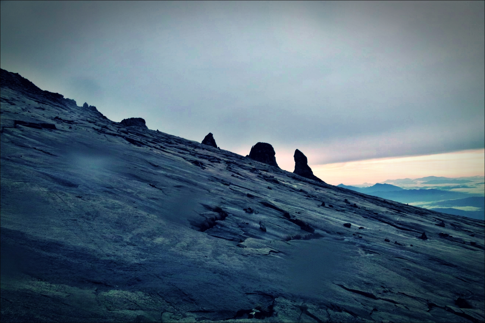 바위산-'키나발루 산 등정 Climbing mount Kinabalu Low's peak the summit'
