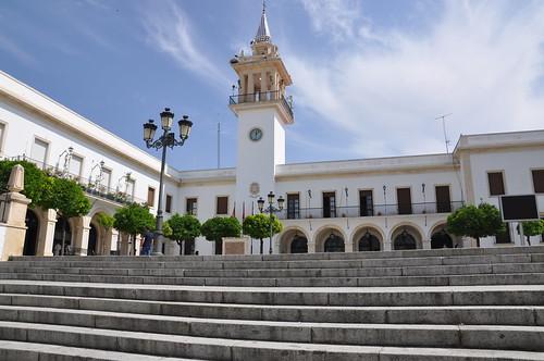AionSur 14385475423_788bde9b47_d La Diputación ayuda a los ayuntamientos en la refinanciación de sus préstamos para pago aproveedores Provincia Sociedad Diputación y Ayuntamientos