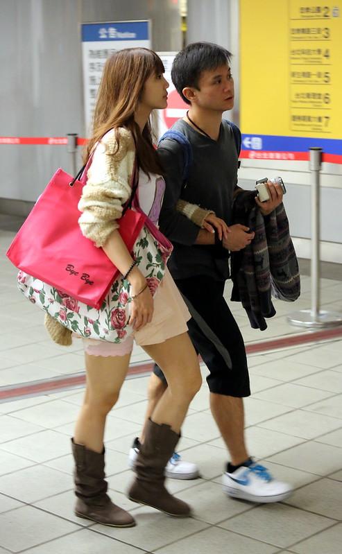 girl wearing pink short skirt粉紅短蓬裙靴子女孩III