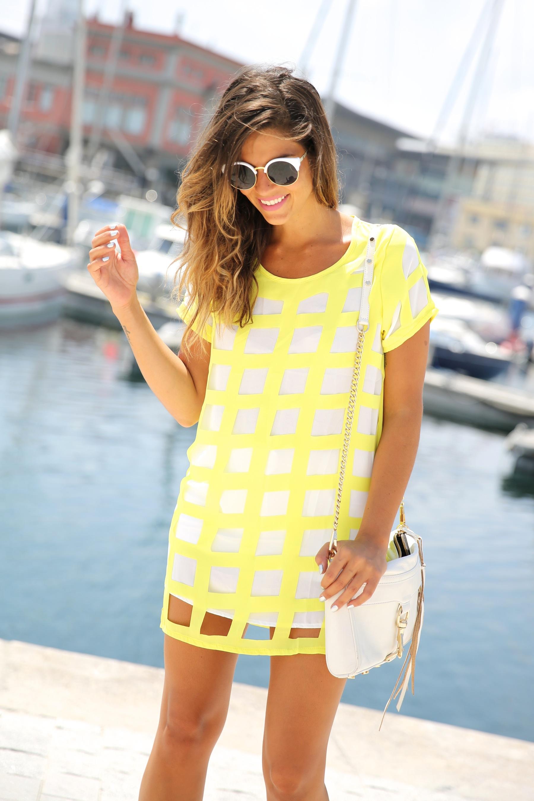 trendy_taste-look-outfit-street_style-ootd-blog-blogger-moda_españa-fashion_spain-coruña-galicia-sandalias_plataforma-platform_sandals-rebecca_minkoff-yellow-amarillo-vestido-dress-plaid-cuadros-6