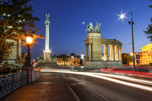 street longexposure light monument night square hungary traffic budapest streams heroes 550d