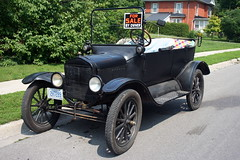 automobile(1.0), wheel(1.0), vehicle(1.0), touring car(1.0), antique car(1.0), classic car(1.0), vintage car(1.0), land vehicle(1.0), ford model t(1.0), motor vehicle(1.0),