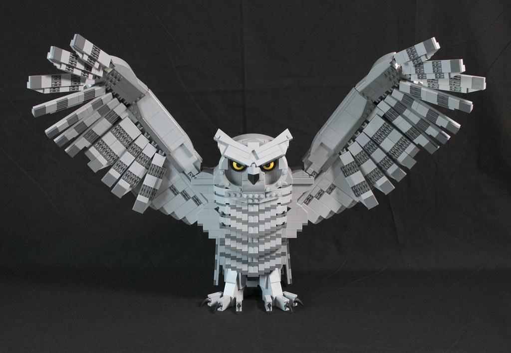 Owl (custom built Lego model)