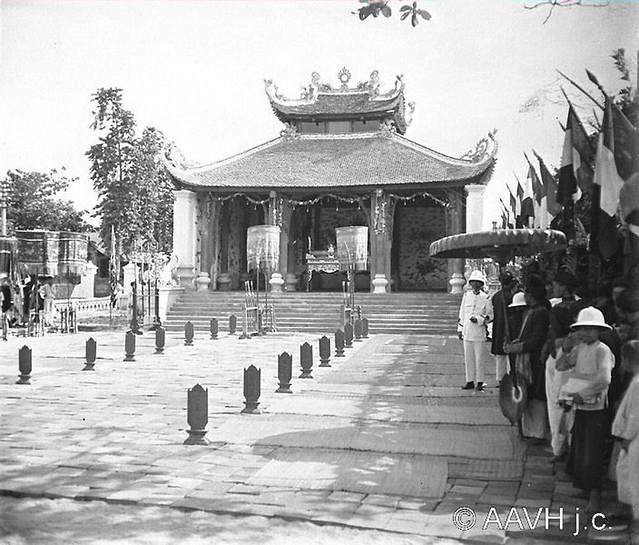 AP3365-Bonnet-146 - Tonkin, Hai Duong, 1926 – Cérémonie – Le Dinh extérieur