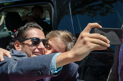 Solo quería una selfie con Carmen Aristegui, acabó con beso en la mejilla ③
