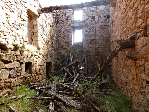 Hameau de Pruna : l'intérieur de la 3ème grande maison ruinée