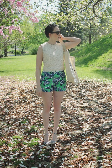 Floral shorts lace top