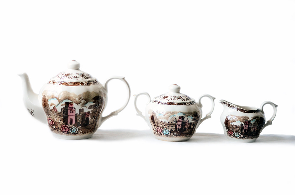 Vintage Manor Vista Teapot and Matching Sugar Bowl and Creamer