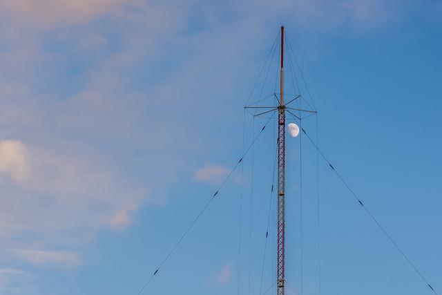 Beidweiler mast embrace moon