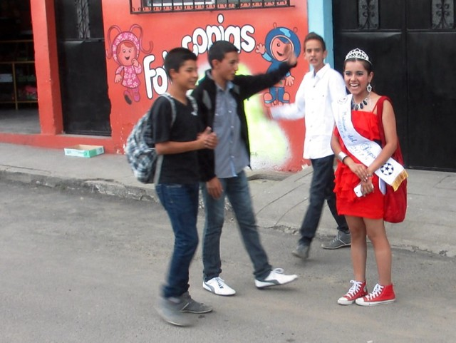 Is That Miss Chuckers? Total, Happy Randomness Spotted in Tecpan, Guatemala, May 2014