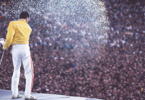 Freddie-Mercury-Live-at-Wembley