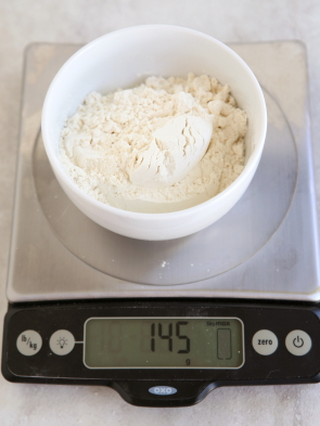 Baking Tip: How to Measure Flour from completelydelicious.com