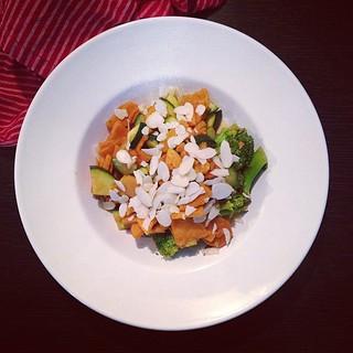 süßkartoffel-curry mit brokkoli und möhren