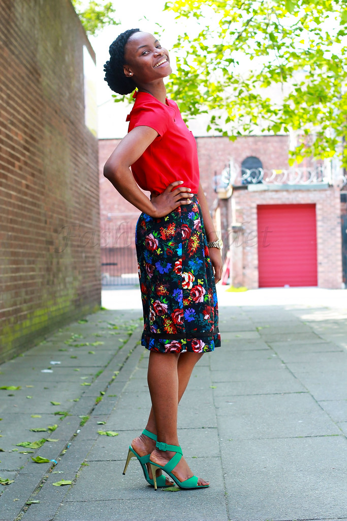 red-blouse-with-floral-midi-length-skirt, How to wear a floral A-line skirt, red top, red blouse, green strappy heels, green heels, green sandals, floral skirt, floral trend, Floral A-line skirt trend, A-line skirt trend