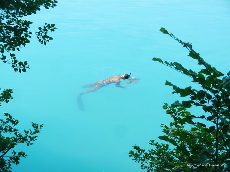 Сноркают на озере