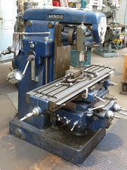 metal lathe(0.0), machine(1.0), tool(1.0), tool and cutter grinder(1.0), toolroom(1.0), milling(1.0), machine tool(1.0),