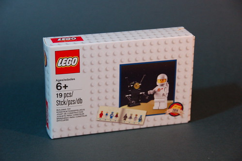 5002812 D2C Minifigure Retro Set 2014 (1)