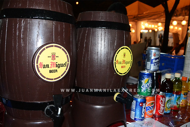 DRAFT BEER. While some night food market do not offer beers, EATS @ SM FAIRVIEW allows the selling and drinking of beer inside the venue.