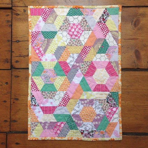 Pretty little half hex #littlequilts #littlequiltsbook