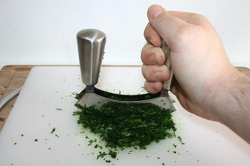 22 - Petersilie zerkleinern / Mince parsley
