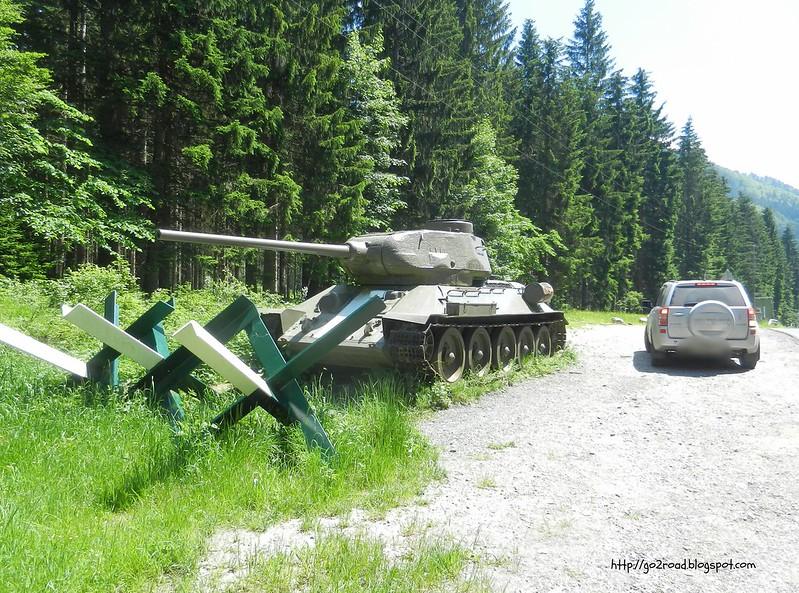 Советский танк на перевале
