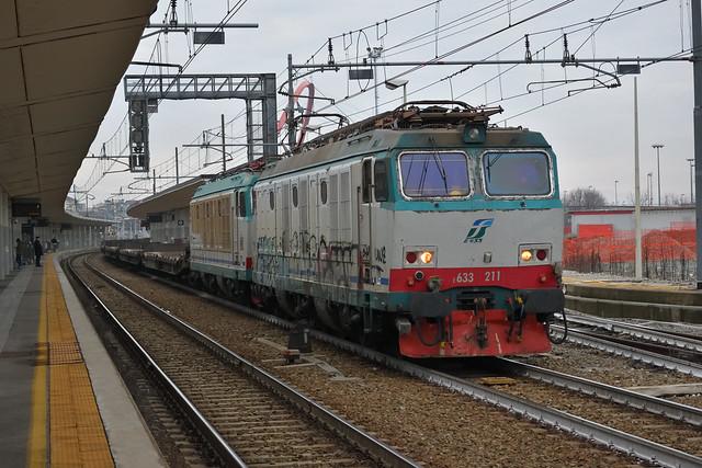 E633.211 + E652.086 MIR MERCI MRV 50627 Torino Orbassano F.A. - Fossacesia in transito a Torino Lingotto